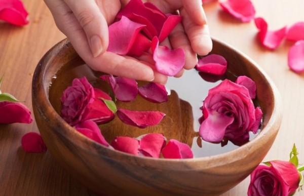 Top 5 Công dụng của nước hoa hồng trong làm đẹp